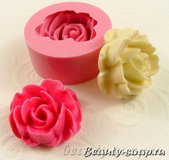 На фото силиконовая форма для мыла