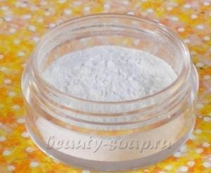 На фото краситель для мыла Диоксид титана