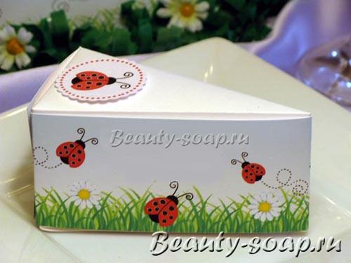 Картонная коробочка в форме торта