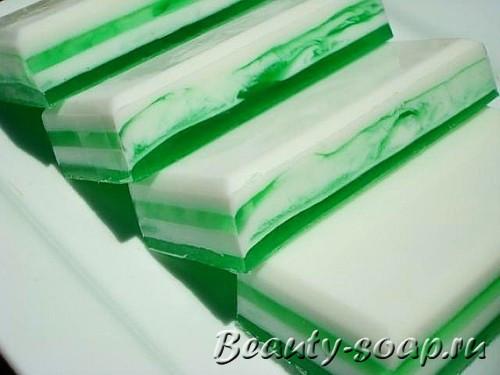 полосатое мыло зеленого цвета